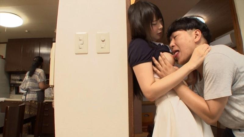 「いつまでケンカしてんの!!」実は近親相姦愛を育んでいた兄妹が喧嘩を装い親に隠れて喘ぎ声を押し殺しながら危険な中出し交尾2 VRTM-313 screenshot 4