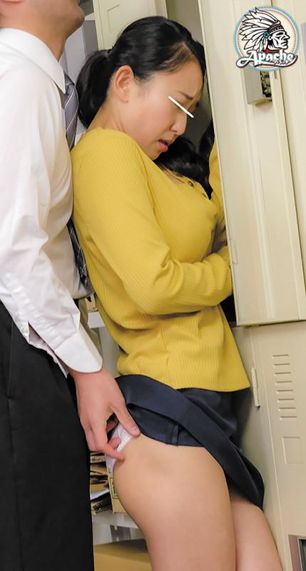 僕の妻は男だらけのパート先で従業員達の性処理をさせられているようなのですが、なぜか全く辞める気配がありません…。 パチンコ清掃員編 AP-699 screenshot 3