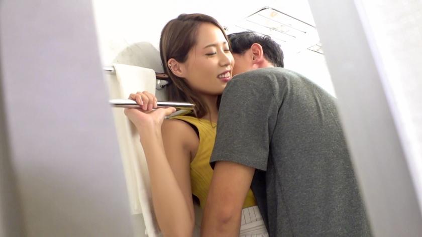搭讪乱交啤酒节遇到的美女学姐趁着醉意把肉棒吸得咕噜咕噜 326EVA-103 screenshot 3