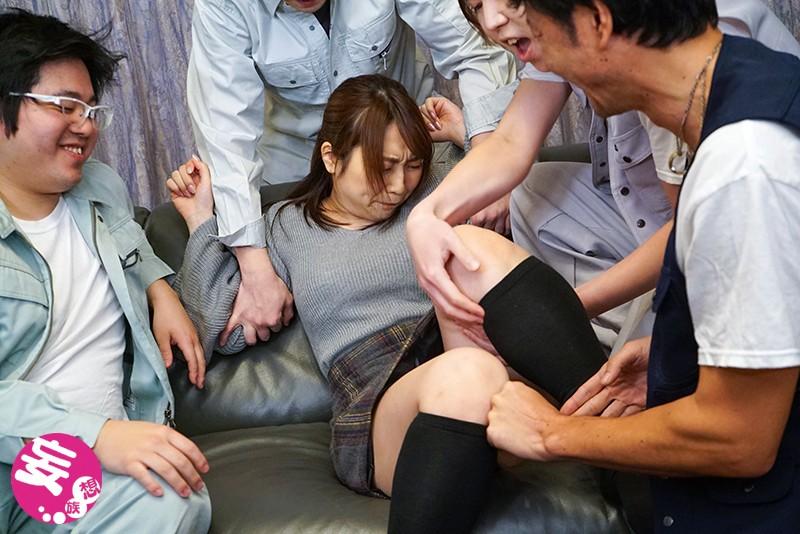 潔癖症だった妻が汗まみれの肉体労働者たちに寝取られて中出し汚便器にされました 八乃つばさ MRSS-071 screenshot 3