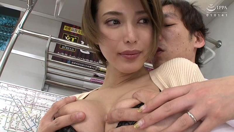 夫の前で痴漢に絶頂(いか)された妻 君島みお VEC-366 screenshot 4