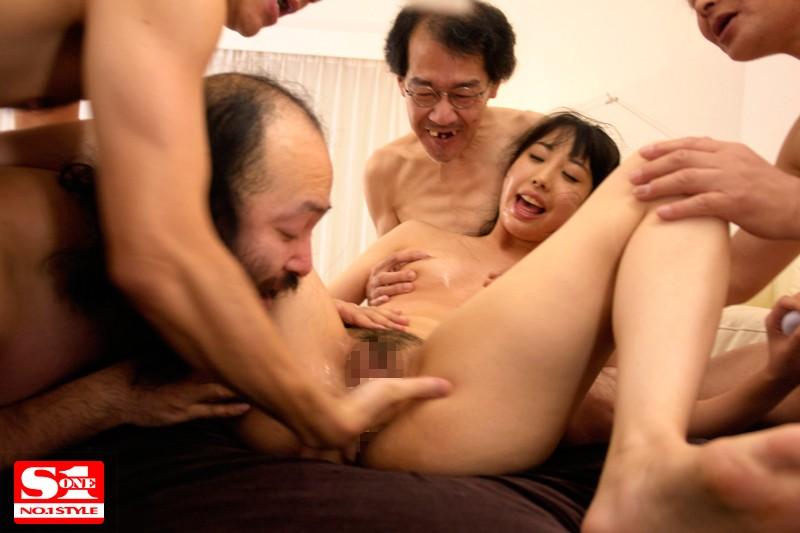 和一群恶心丑男做爱的宇佐美舞 SNIS-303 screenshot 4