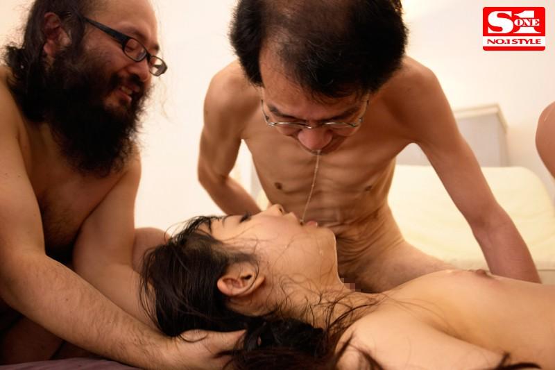 和一群恶心丑男做爱的宇佐美舞 SNIS-303 screenshot 6
