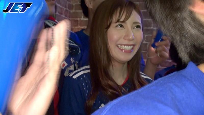 日本代表NTR スポーツバーで観戦中にドサクサにまぎれて揉みまくられた僕の彼女2 NKKD-121 screenshot 0