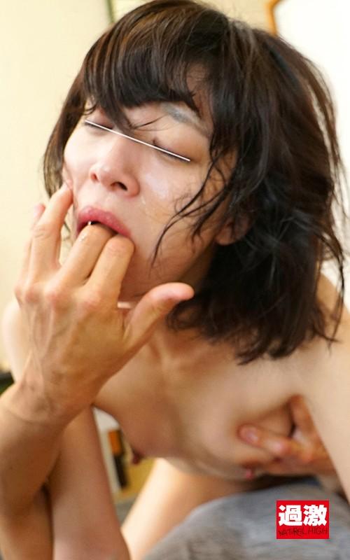 同じマンションに住む小さい女の子に媚薬を塗り込んだチ○ポで即イラマ。結果、ねば~っと糸引くえずき汁まみれのイキ顔で淫乱化。6 NHDTB-336 screenshot 9