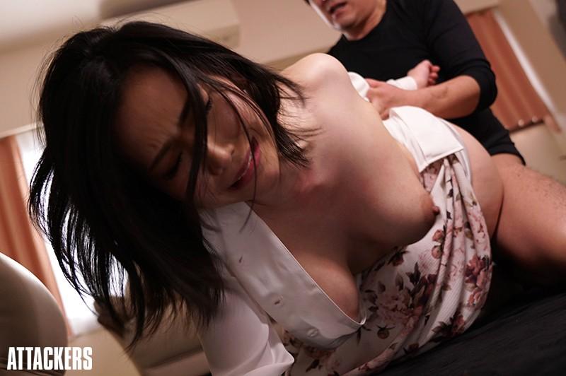 こじ開けられた陰唇 巨乳妻隣人凌辱の悲劇 佐山愛 SHKD-851 screenshot 1