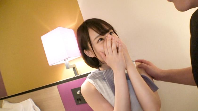 亮眼的白皙纯洁美女大学生首次拍摄被巨根抽插疯狂绝顶 SIRO-4128 screenshot 1