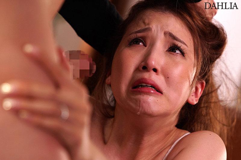 不想让你知道... 在姐姐报告要结婚的那天 被那个成为姐夫的人袭击了 友田彩也香 DLDSS-027 screenshot 3