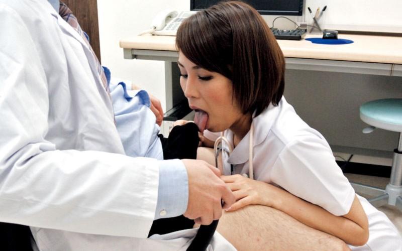 高飛車な巨乳ナースのハレンチ場面に遭遇した入院患者 溜まりまくった精液を性処理してもらう絶好のチャンス 高槻れい KIR-009 screenshot 1