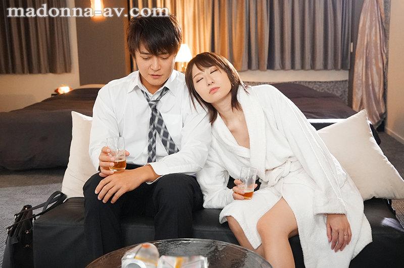 出差处的商业酒店和一直憧憬的女上司共处一室 岸惠麻 JUL-694 screenshot 1