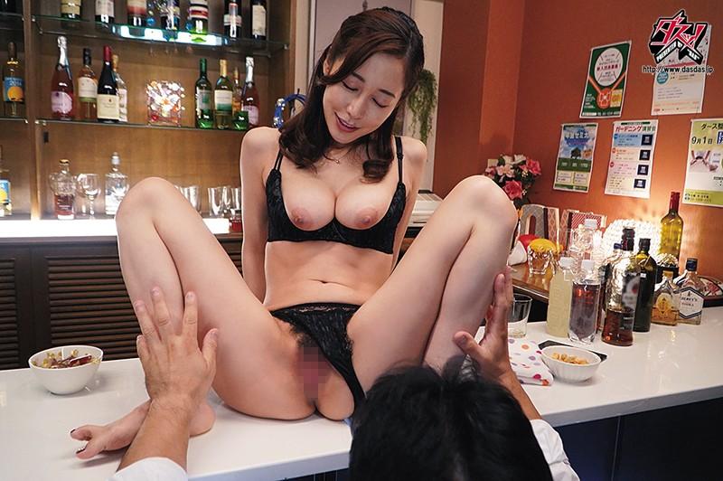 酒吧巨乳肥臀美艳老板娘筱田优后入奶炮内射服务 DASD-758 screenshot 0