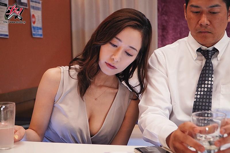 酒吧巨乳肥臀美艳老板娘筱田优后入奶炮内射服务 DASD-758 screenshot 6