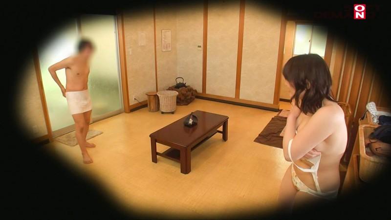 【中文字幕】 包一條浴巾進男浴室 石和溫泉美乳女大生(上) screenshot 3