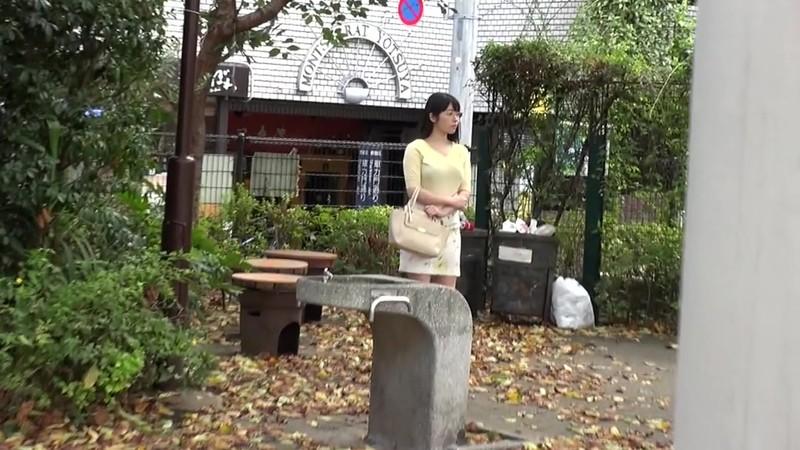 セーラー服熟女恥ずかしいパンツの染み 新川愛七 GUN-844 screenshot 0